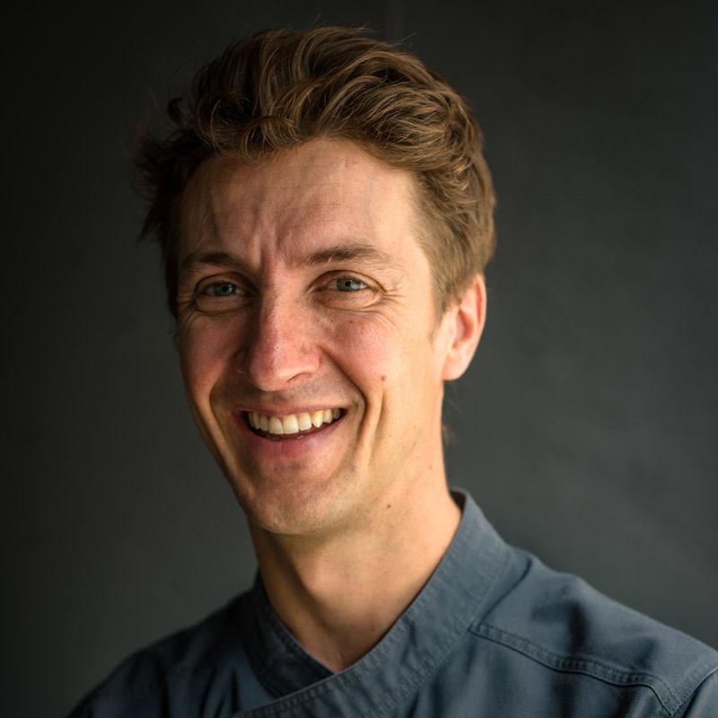 Photo du Dr Yann Gauduchon, chirurgien dentiste à la clinique dentaire newport pantin